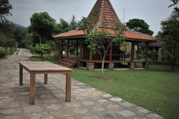 Teak garden table 240 x 100 cm - Picture 0