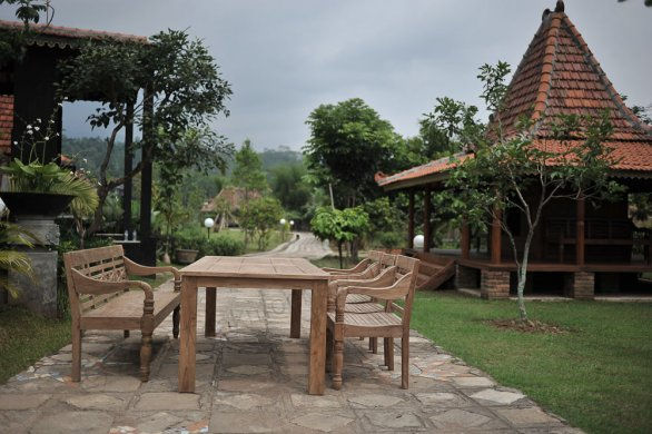 Teak garden table 240 x 100 cm - Picture 1